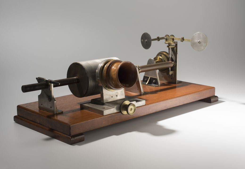 H3168 Phonograph, Edison Tinfoil, spring driven model, metal / wood, made by the London Stereoscopic Company, London, United Kingdom, 1885-1891. Click to enlarge.