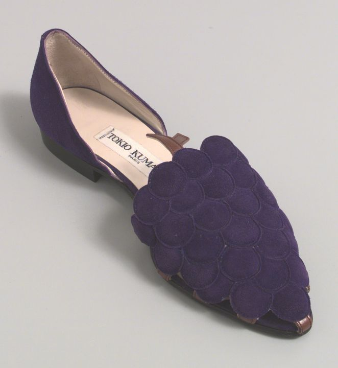 97/126/2 Slip on shoe, single, women's, 'Grape-vine', leather/suede/rubber, Tokio Kumagai, designed in Paris, made in Italy, 1987. Click to enlarge.