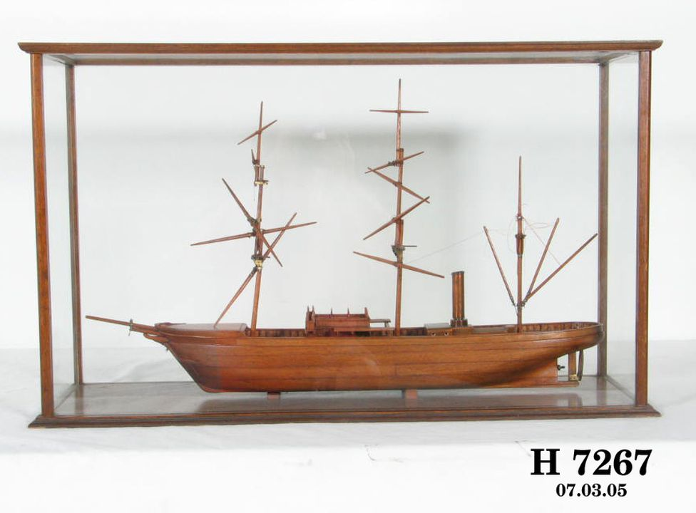 H7267 Ship model (unfinished), of 1901 Antarctic research ship HMS 'Discovery', with model penguins (3) and display case, wood / glass / lead / paint, made by Frank Hurley, New South Wales, Australia. Click to enlarge.