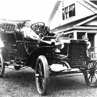 B625 Automobile, full size, Reo car model A, 16 hp, twin cylinder, side-entrance tonneau body, serial No. 1279, engine No. 3263, metal / leather / rubber, made by the Reo Motor Car Co., Lansing, Michigan, United States of America, 1905