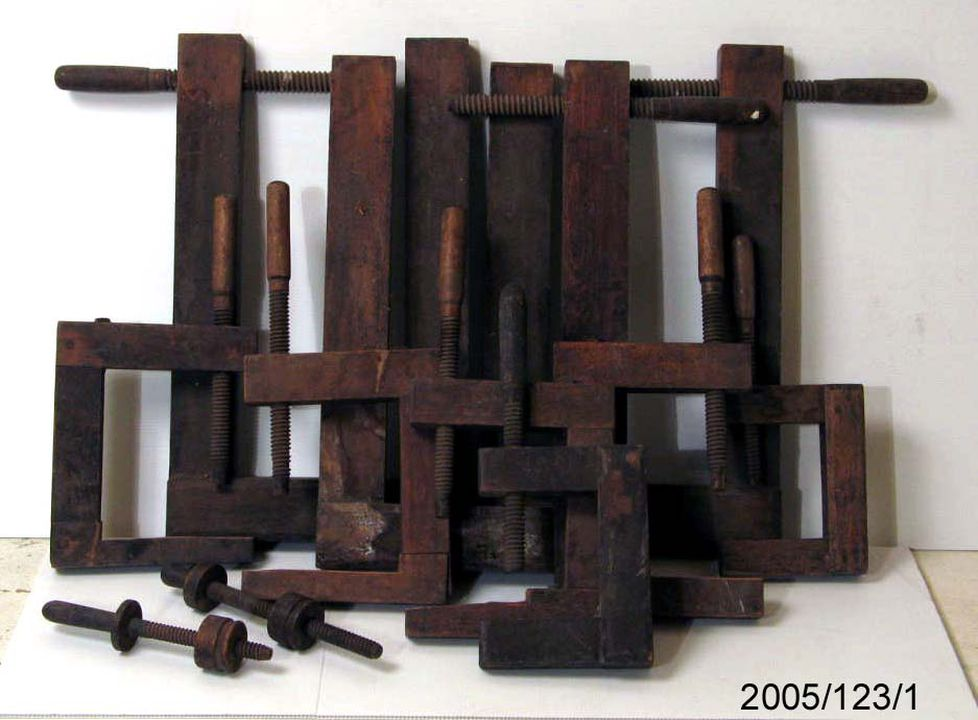 2005/123/1 Tools (11), double bass timber clamps, used by Chic Denny, Sydney, New South Wales, Australia, maker and place unknown, 1900-1997. Click to enlarge.
