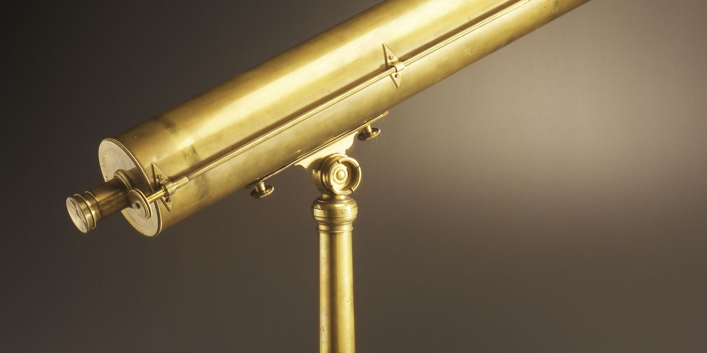 2005/134/1 Telescope, reflecting, and case, brass / glass / mahogany / silk , made by Dudley Adams, London, England, 1788-1817. Click to enlarge.