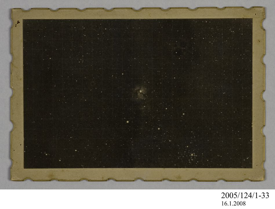 2005/124/1-33 Photograph, part of collection owned by James Short, black and white, 'Trifid Nebulae', mounted, card / paper, photographed by James Short, at unknown location, possibly 1908. Click to enlarge.