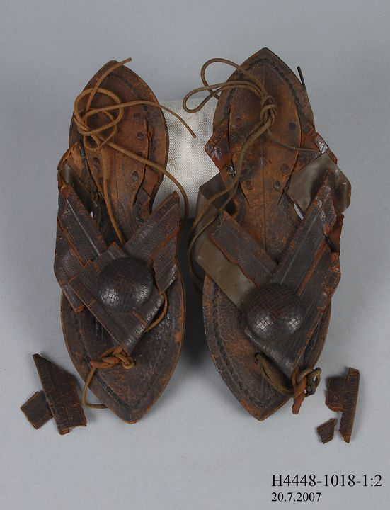 H4448-1018 Toe thong sandals, pair, mens, leather, made by the Haussa tribe, Haussa District, Nigeria, 1850-1900. Click to enlarge.