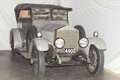 B1339 Automobile, full size, Rolls-Royce Twenty, four-seat open tourer body, 20 hp, number plate 4402, chassis built by Rolls-Royce Limited, Derby, England, in 1925, chassis No. GSK10, body built by Smith & Waddington, Sydney, in 1926, includes toolkit and handbook
