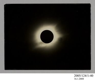 2005/124/1-40 Photograph, part of collection owned by James Short, black and white, total solar eclipse, paper, photographer unknown, at unknown location, 1890-1922