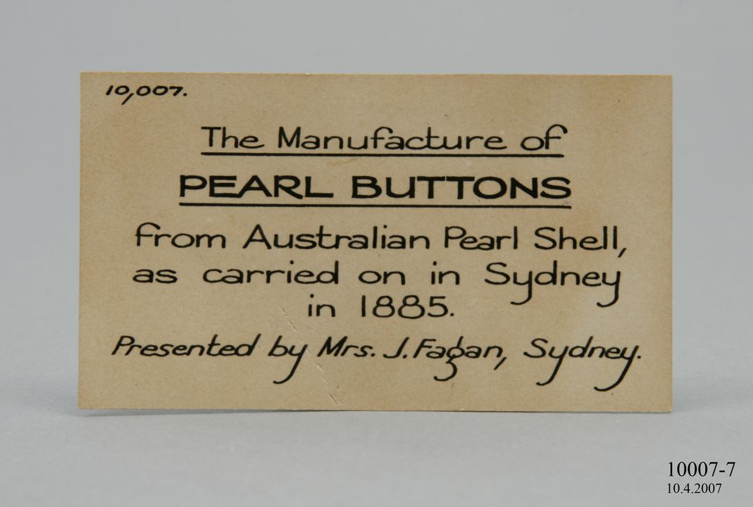 10007-7 Didactic display label, pearl shell label, paper, maker unknown, Sydney, Australia, 1875-1885. Click to enlarge.
