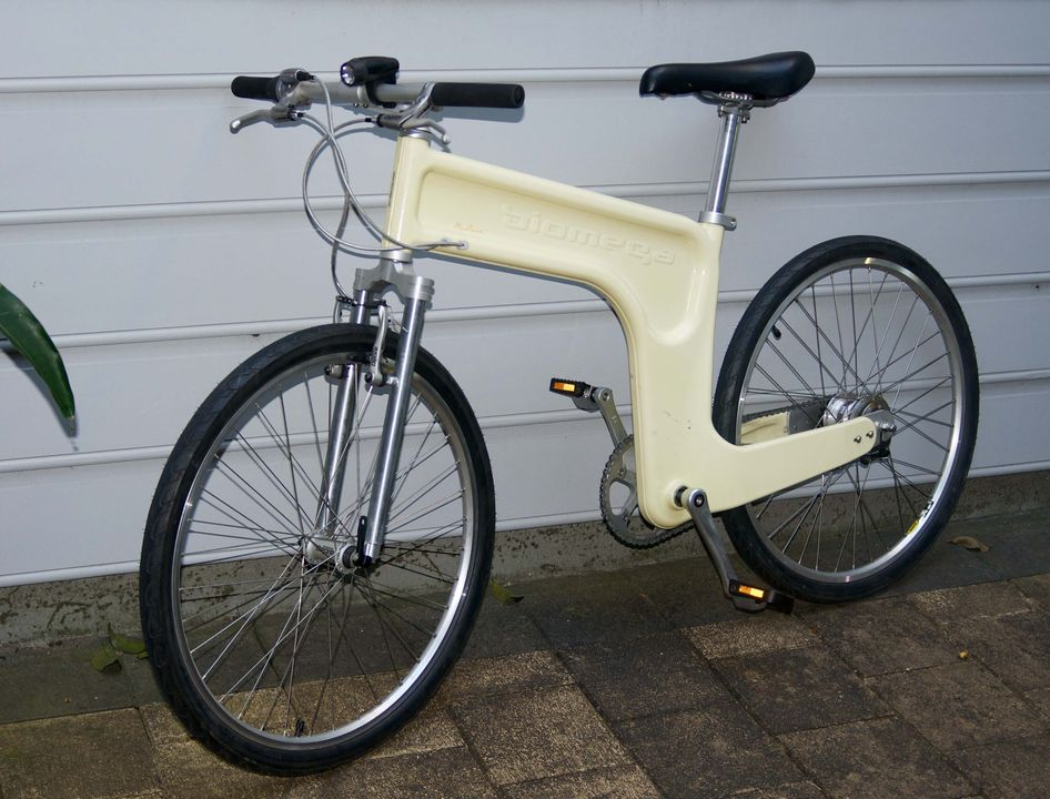 2017/32/1 Bicycle, 'MN02 Bonanza', metal / plastic / rubber, designed by Marc Newson, made by Biomega, Copenhagen, Denmark, 1999. Click to enlarge.