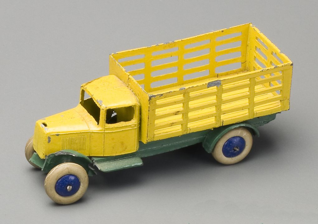 Dinky 100 Series Reproduction Repro Yellow Painted Metal Racing Driver