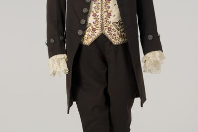 86/1008 Court suit, mens, cashmere, silk, linen and metal, worn by Captain William Hilton Hovell, Florence, Italy, 1856, possibly made by Robinson, Florence, Italy, 1856