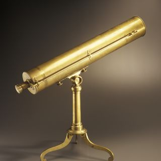 2005/134/1 Telescope and case, reflecting, brass / glass / mahogany / silk , made by Dudley Adams, London, England, 1788-1817