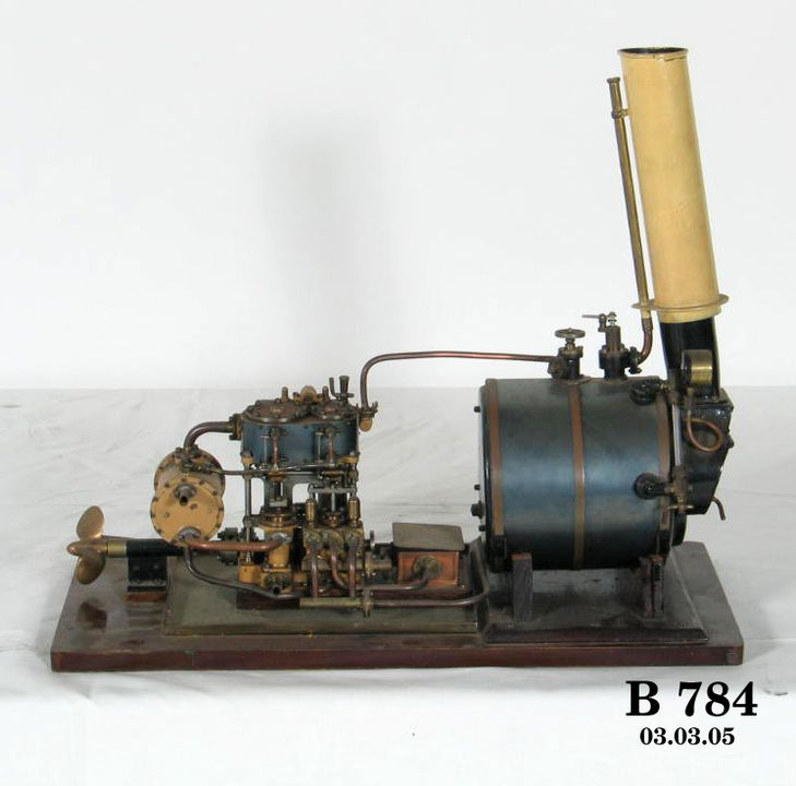 Model compound surface condensing yacht engine, and Scotch