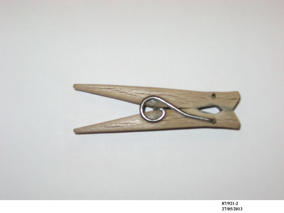 87/921 Clothes pegs (5), wood / wire, maker unknown, Australia, 1920-1960. Click to enlarge.