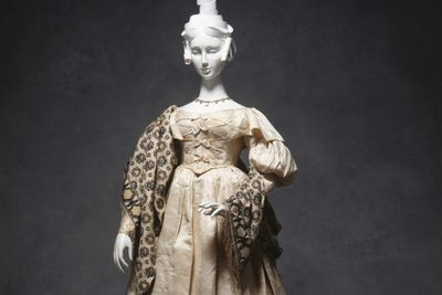 87/533 Wedding ensemble, silk / satin / leather, worn by Miss Ann Turner for her wedding on 11 August 1834, maker of dress unknown, Sydney, New South Wales, Australia, maker of slippers unknown, Liverpool, England.