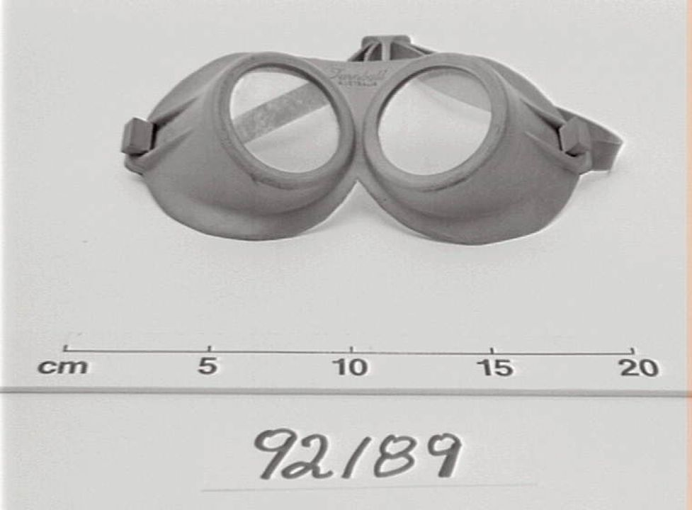 92/89 Goggles, underwater, child's, rubber, Turnbull, Australia, 1965-1970. Click to enlarge.