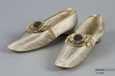 H4448-17 Slip on shoes, pair, womens, tabbed, silk satin / linen / leather, made by Gundry & Sons, London, England, c1840-1849