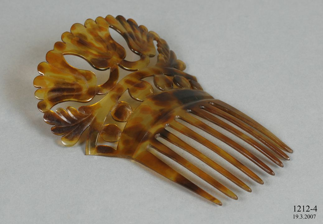 1212-4 Back-comb, for hair, mantilla style, stained ox horn, made by Stewart and Company, Aberdeen, Scotland, 1873-1883. Click to enlarge.