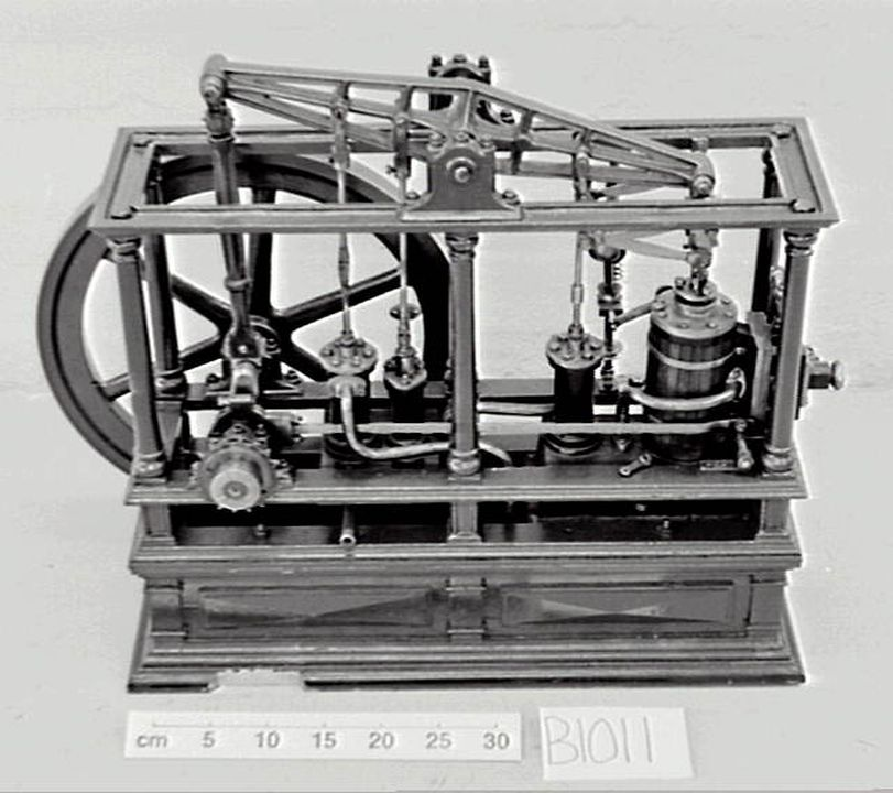 B1011 Model, beam engine, single cylinder with parts (SB).. Click to enlarge.