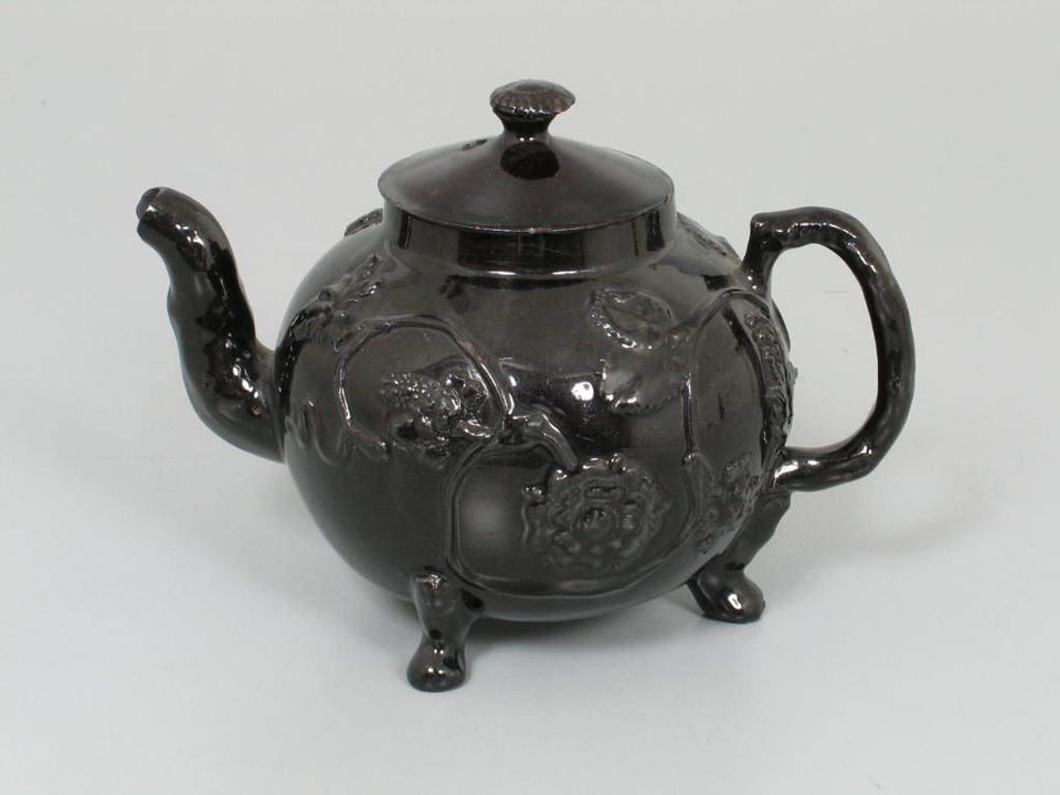 267A Covered teapot, black-glazed 'Jackfield', earthenware, maker unknown, possibly Shropshire, England, possibly c. 1750. Click to enlarge.