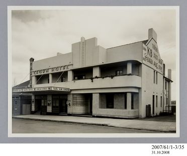 2007/61/1-3/35 Photographic print, black and white, exterior of Crown Hotel, Camden, taken by Milton Kent, Sydney, New South Wales, Australia, c.1937