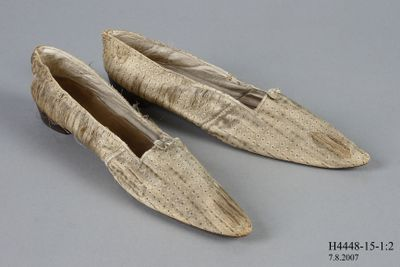 H4448-15 Slip on shoes, pair, womens, silk brocade / leather / brass, made by Gundry & Sons, London, England, c1839