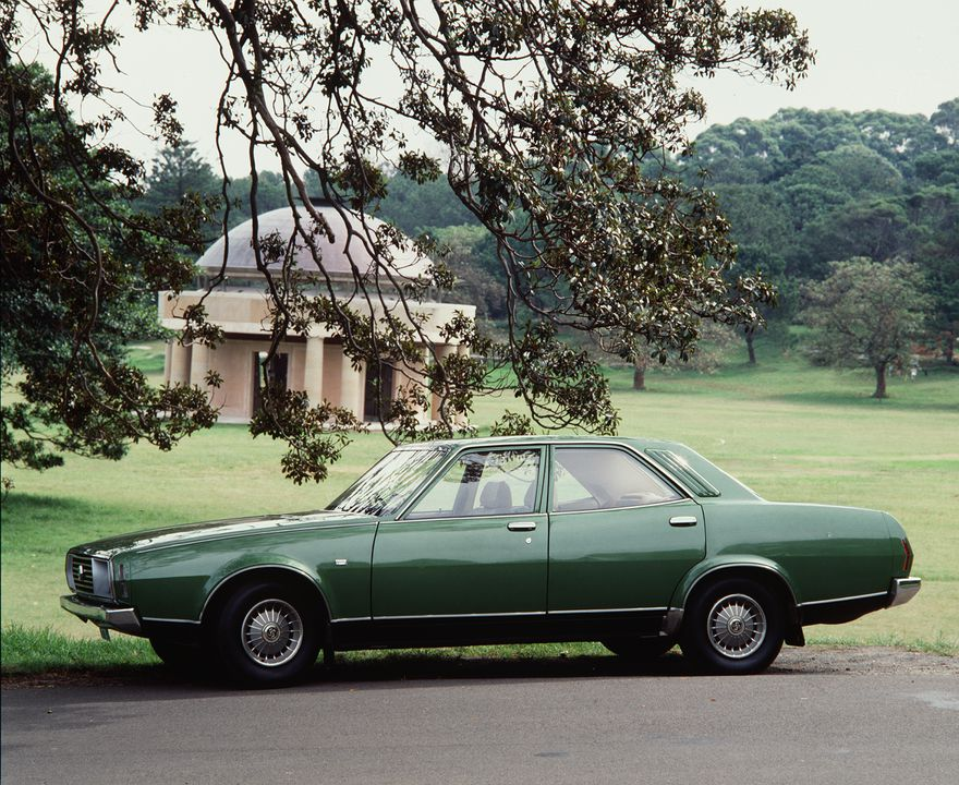 92/301 Automobile, full size, Leyland P76 Super V-8 Saloon, engine No. 076D4SM44/16461, build date 21-5/74, and books (2), metal / plastic / rubber / glass / paper, made by Leyland Motor Corporation of Australia Limited, Sydney, New South Wales, Australia, 1974, used by Jack Lawler, Condobolin, New. Click to enlarge.