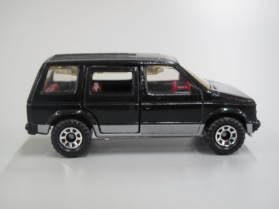 85/2206-10 Toy, Matchbox car, 1984 Dodge Caravan, black with red interior, 1:60 scale, metal/plastic, made by Matchbox International Ltd, Macau, copyright 1983. Click to enlarge.
